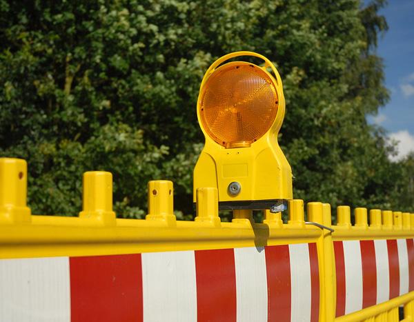 Barleben: Hansenstraße teilweise gesperrt - Sicherungsmaßnahmen an Gebäude