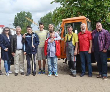 B�rgermeister aus Lukavac besucht Teilnehmer des Barleber Workcamps