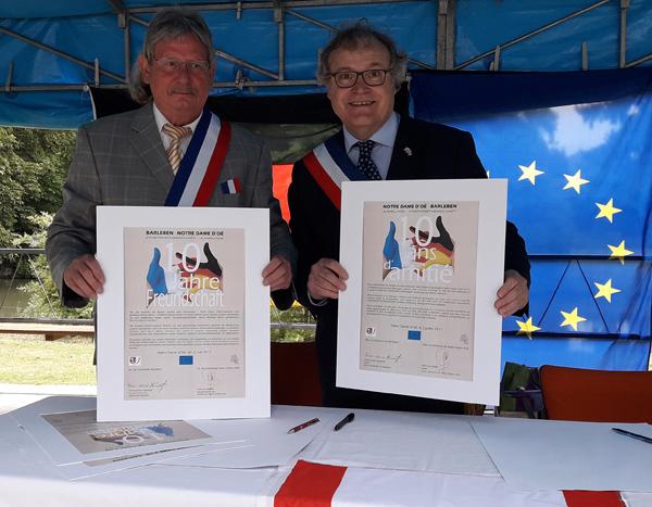 10 Jahre europäische Partnerschaft: Bürgermeister unterzeichnen in Frankreich Jubiläumsurkunde