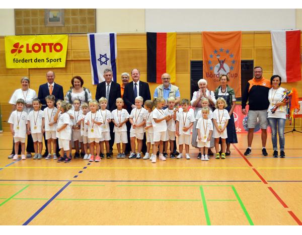 72 Mannschaften bei internationalem Jugendhandballturnier in Barleben