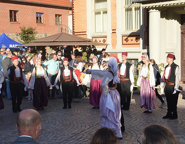Tag der Regionen Folkloregruppe Bosnien