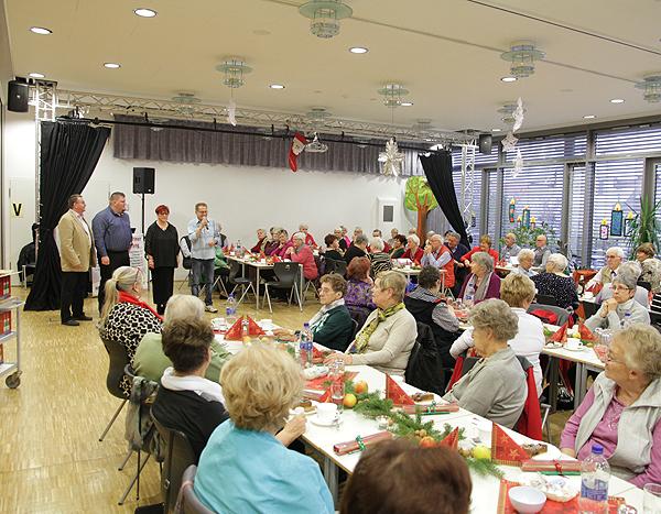 Seniorenweihnachtsfeier Begrüßung Gäste