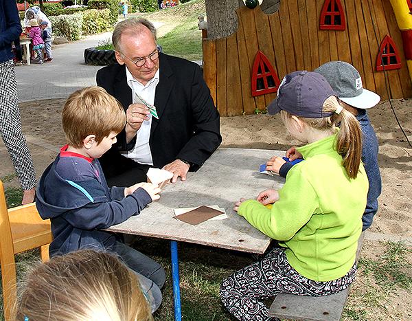 MP im Kindergarten Papierflieger