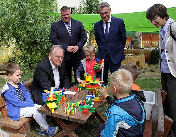 MP im Kindergarten Bautisch