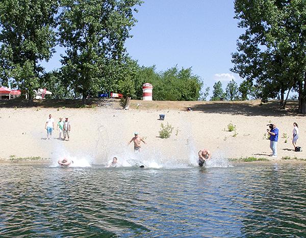 Bürgermeister eröffnet Badesaison am Jersleber See