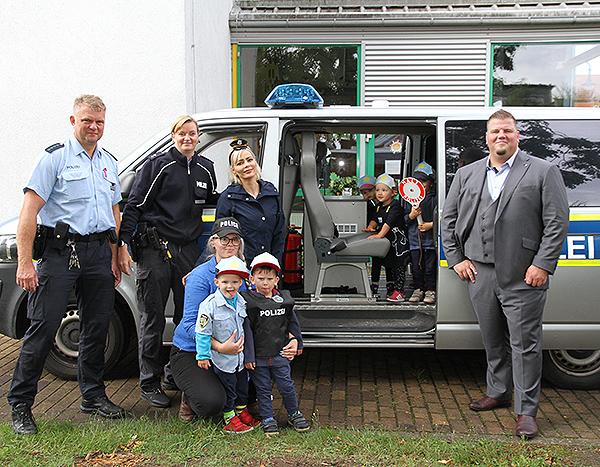 Blaulicht und Martinshorn beim Polizeifest in der Kinderkrippe