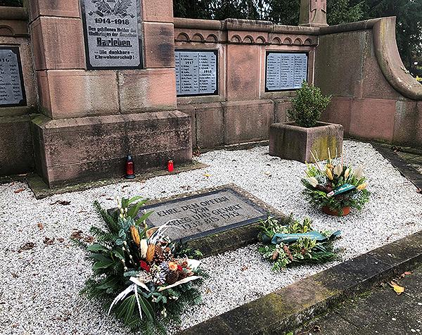 Volkstrauertag Kranzniederlegung Kriegerdenkmal Barleben