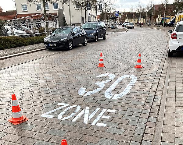 Breiteweg bekommt  30-Zone -Markierungen